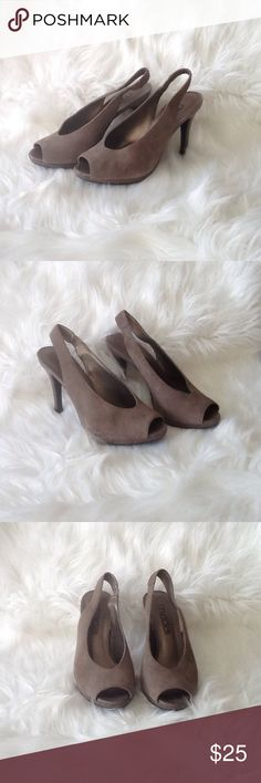 "💙Classy gray peep toe pumps💙 💙Classy gray peep toe pumps💙3.5"" heel with a .5"" platform💙super cute will go with just about anything💙fabulous shoe for showing off your pedicure💙 Shoes Heels"
