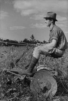 Young Resettlement Farmer with Harrow Grady County Georgia August 1935 Arthur Rothstein FSA Photographer Library of Congress Georgia in the Great Depression © Brian Brown Vanishing Media USA 2012 Vintage Pictures, Old Pictures, Vintage Images, Old Photos, Young Farmers, Agriculture, Old Farm Equipment, Farm Photo, Vintage Farm