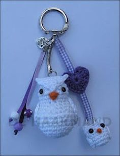 *  Inspiration Only.  cutest crocheted owl mama with owl babies keychain! Portuguese Site--keeps freezing my computer.