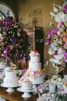 Laura Corradi e Ricardo Kassis tiveram um casamento ao ar livre, na Fazenda Dona Catarina. Fábio Borgatto e Telma Hayashi assinaram a decoração.