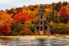 Phare de Grand Island, Michigan, USA.  Autumn.
