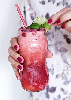 Refreshing Raspberry Coconut Water #vegan #smoothies #sommer
