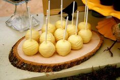 Reinterpretation of beehive cake pops