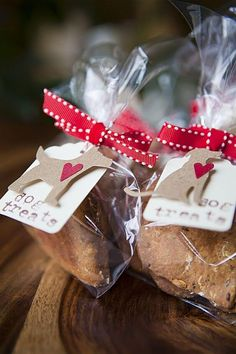 Valentine's Day is for the Dogs (too) - Homemade dog biscuits - Camping Dog Treat Packaging, Bake Sale Packaging, Biscuits Packaging, Packaging Ideas, Homemade Dog Treats, Pet Treats, Dog Treat Recipes, Dog Food Recipes, Pet Shop