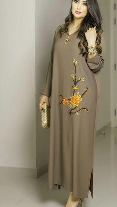 Hijab fashion - Image gallery Page 210965563780457781 Artofit craftIdea org Pakistani Dresses, Indian Dresses, Indian Outfits, Abaya Fashion, Muslim Fashion, Fashion Dresses, Kurta Designs, Clothing Patterns, Dress Patterns