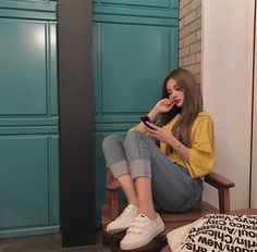 Ulzzang means 'Best Face' in Korea . Or root words is 'Eoljjang'. Ulzzang available in KoreaChinaJapanPhilipinesJapanThailand and Vietnam.Ulzzang also have in other country. Korean Girl Fashion, Korean Fashion Trends, Korean Street Fashion, Ulzzang Fashion, Korea Fashion, Asian Fashion, Teen Fashion, Fashion Outfits, Fashion Ideas
