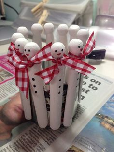 Dolly peg snowmen Source by gittianna pin crafts Christmas Makes, Kids Christmas, Christmas Activities, Christmas Projects, Snowman Crafts, Holiday Crafts, Diy Christmas Ornaments, Christmas Decorations, Clothes Pin Ornaments