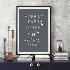"""**Personalisierter Kunstdruck """"Happily ever after""""(Glücklich bis ans Lebensende) in DIN A4 und in 3 Farbkombinationen**   Mit diesem schönen Wandbild geht der Jahrestag oder Hochzeitstag..."""