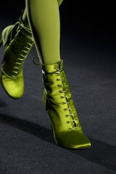 Haider Ackermann at Paris Fashion Week Fall 2018 - Details Runway Photos Looks Style, Looks Cool, Space Fashion, Fashion Show, Crazy Shoes, Me Too Shoes, Autumn Fashion 2018, Paris Fashion, Urban Fashion