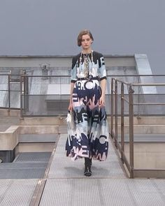 Printed Silk Maxi Dress with Half Long Sleeves. Spring Summer 2020 Ready-to-Wear Collection. Runway Show by Chanel. Spring Outfits Women, Haute Couture Fashion, Printed Silk, Red Carpet Fashion, Runway Fashion, Ready To Wear, Outfit Ideas, Vanity, Spring Summer