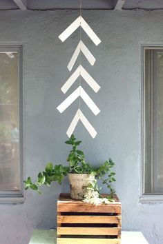 Really love this arrow mobile for a fun outside feature!