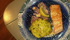 Leckeres gesundes Rezept mit Lachs und Kartoffel-Sellerie-Püree. | treat&feed #fisch #VitaminD #Omega3 #Fettsäuren #Jod #Sellerie #Fischrezept