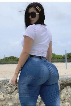 Jeans Azul, Superenge Jeans, Chica Cool, Best Jeans, Girls Jeans, Sexy Hot Girls, Sexy Women, Cute Outfits, Sexy Dresses