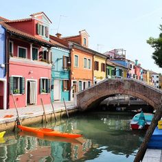 Exploring the quaint & colourful island of Burano. One can hardly believe people really live here... #Burano #Venice #Italy