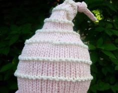 a42d248da73b Articles similaires à Chapeau de soleil bébé fille tricotés à la main douce  enduisez-vous rose - avec noeud de ruban Vichy - bébé fille cadeau - cadeau  de ...