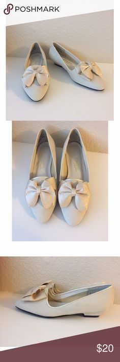❄️ Pimento Cream Bow Low Heels Pimento shoes with low heels are a size 7 and made with real leather. Heels are so little they are almost like flats! They are a cream or off-white color. Small scuff and stain can be seen in fourth picture, but other than that they are in great condition. Would be so cute this winter for holiday parties! Pimento Shoes Heels