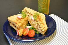 Lag en enkel og rask tunfisksalat som du kan bruke som pålegg. Lag foreksempel en sandwich med tunfisksalaten og godt tilbehør. French Toast, Sandwiches, Yummy Food, Breakfast, Morning Coffee, Delicious Food, Paninis