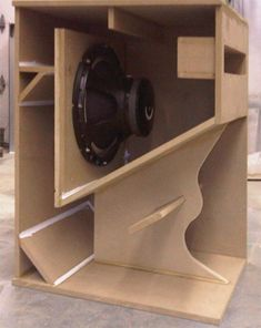 MHB-46 Subwoofer Box Design, Speaker Box Design, Pro Audio Speakers, Diy Speakers, Rcf Audio, Tops Vintage, Electronics Basics, Dj Equipment, Cabinet Design