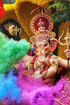 History of Ganesh Chaturthi In India, every Hindu loves to celebrate the Ganesha Utsav a. Ganesh Statue, Shri Ganesh, Lord Ganesha, Ganesha Art, Ganesh Ji Images, Ganesha Pictures, New Images Hd, Love You Images, Ganesh Wallpaper