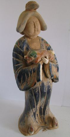 Tang_Dynasty-Fat_Lady_holding_a_Dog.jpg (800×1567)