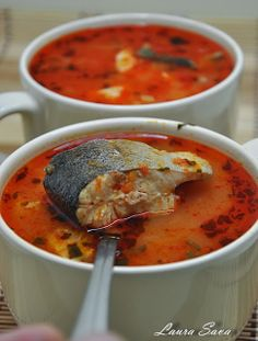 Bors de peste cu bulion | Retete culinare cu Laura Sava Fish Recipes, Recipies, Arancini, Cata, Cheeseburger Chowder, Thai Red Curry, Seafood, Food And Drink, Homemade