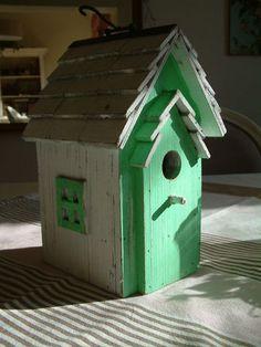 Maison d'oiseau verte