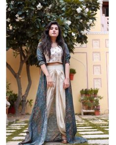 Ethnic dress - What I imagine the maharani would wear casually 👑 Photo by agarwal photography trishalalovebug LAOBtravels anolishah… Western Dresses, Indian Dresses, Indian Clothes, Indian Attire, Indian Wear, Indian Suits, Indian Designer Outfits, Designer Dresses, Ethnic Wear Designer