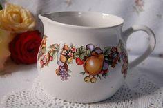 gyümölcsmintás porcelán kancsó
