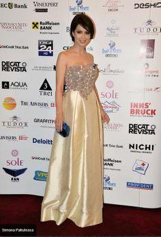 Simona Patruleasa in Parlor! #dress #parlor #circles #silk #redcarpet