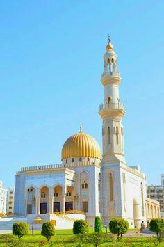 Al-Zawawi Mosque, Al Khuwair, Muscat, Oman Mosque Architecture, Art And Architecture, Computer Architecture, Enterprise Architecture, Islamic World, Islamic Art, Temples, Mekkah, Beautiful Mosques