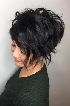 long pixie haircuts How to style a pixie cut? We have some gorgeous ideas, different tips, and suggestions for you that will make your pixie haircut look even more creative. Prom Hairstyles For Short Hair, Layered Bob Hairstyles, Pixie Hairstyles, Short Hair Cuts, Casual Hairstyles, Hairstyles 2018, Retro Hairstyles, Pixie Haircuts, Bridal Hairstyles
