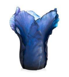 Majestic interpretation of the famous Daum Tulip vase, the magnum Tulip vase is sublimated by the ultraviolet crystal, a pigment that changes colour depending on the luminosity. Purple Art, Purple Love, All Things Purple, Purple Glass, Shades Of Purple, Purple Stuff, Color Blue, Art Of Glass, Glass Vase