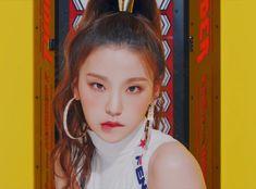 < do not remove ITZY- JYP's new girl group Kpop Girl Groups, Korean Girl Groups, Kpop Girls, Rapper, Maine, Programa Musical, Soyeon, Korean Celebrities, Ulzzang Girl
