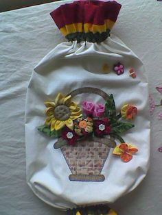 Carrier Bag Storage, Diy And Crafts, Arts And Crafts, Plastic Bag Holders, Basket Quilt, Small Quilts, Applique Quilts, Patches, Dolls