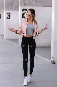 30 Perfect Girly Spring Outfits To Look Amazing Every Day Spring Outfits Amazing day Girly Outfits perfect Spring Teenager Outfits, Girly Outfits, Mode Outfits, Trendy Outfits, School Outfits, Cute Jean Outfits, Cute College Outfits, Cute Sporty Outfits, Graduation Outfits