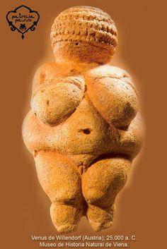 """El ritual de fertilidad es la madre de las danzas. Debido a su capacidad procreadora, la figura de la mujer fue divinizada. De hecho, lo divino tenía forma de mujer. Este misterio dio origen al culto de la adoración de la vida ligada a lo femenino y sus cualidades. """"La diosa de la Vida/Muerte/Vida es también una diosa creadora. Hace, moldea, infunde vida y está ahí para recibir el alma cuando el aliento se acaba. Fuente: """"Fusión. El universo que danza"""" de Patricia Passo."""