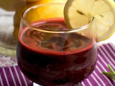 Natural Juice to clean the blood and lymph F Detox Salad, Smoothie Detox, Smoothies, Red Beets, Liver Detox, Lower Cholesterol, Health And Nutrition, Food For Thought, Red Wine