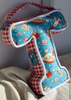 """Купить Текстильная буква """"КосмонавТ"""" - подарок, подарок малышу, космонавт, буква-подушка, имя ребенка Baby Box, England Fashion, Letter T, Diy Pillows, Baby Sewing, Baby Car Seats, Manga Anime, Dinosaur Stuffed Animal, Projects To Try"""