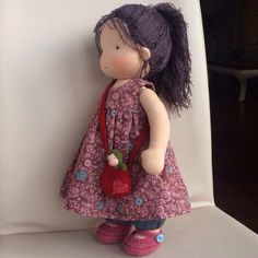 Yarn hair, which is a better starting point Doll Clothes Patterns, Doll Patterns, Doll Toys, Baby Dolls, Homemade Dolls, Waldorf Toys, Sewing Dolls, Doll Hair, Soft Dolls