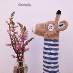 Muy curiosa es esta jirafa!!! va ha dejarme sin flores patrón de @picapauyan #picapau #amigurumi #amigurumilove #amigurumicrochet #amigurumiaddict #crochetblanket #crochetersofinstagram #instaganchillo #instacrochet #ilovecrochet #jirafas #ganchillo #ganchilloadicta #ganchillo #ganchilleando #crochet #crocheting #crochethat #crochetlover #handmade #hechoamano #hechoconamor by vicenvila