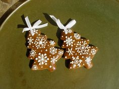 Gingerbread Christmas Decor, Gingerbread Decorations, Gingerbread Cookies, Christmas Dishes, Christmas Sweets, Christmas Cooking, Xmas Cookies, Christmas Cupcakes, Holiday Cakes