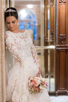 Casamento Clássico: Gabriela & Gabriel - Inesquecível Casamento Dress Wedding, Lace Wedding, Girl Model, Dress Codes, Look Fashion, Brides, Wedding Photos, Beautiful Wedding Dress, Funny Wedding Pics