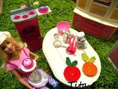 Laranja e tomate em crochet na cozinha da Barbie