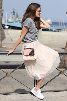 I love cupcakes: Falda De Tul Rosa Long Skirt Outfits, Winter Skirt Outfit, Summer Outfits, Tuille Skirt, White Tulle Skirt, Modest Fashion, Skirt Fashion, Casual Dresses, Casual Outfits