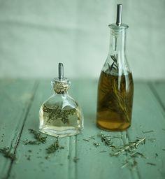 Como aromatizar azeite com ervas frescas