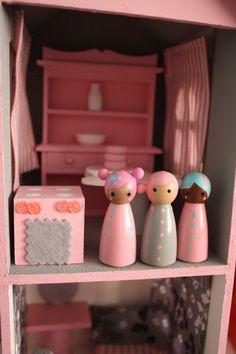 wooden dolls I THINKILL MAKE THEM for Christmas!!