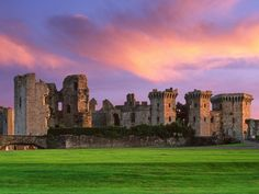 Raglan Castle, Monmouthshire, Wales Loop Images / SuperStock