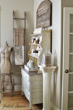 Shabby Chic home decor examples ref 6936696201 to attain for one really smashing, charming bedroom. Please check out the pin decor now for extra details. Shabby Chic Homes, Shabby Chic Decor, Shabby Vintage, Vintage Decor, Farmhouse Chic, French Farmhouse, Home And Deco, White Decor, Cottage Style