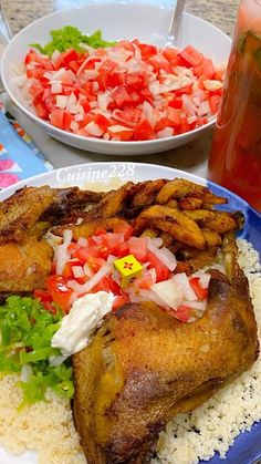 Ivorian Attieke with Alloco and fried chicken Vegan Dishes, Food Dishes, Riz Jollof, Easy Dinner Recipes, Easy Meals, Menu, Nigerian Food, International Recipes, Meals For One