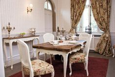 Vila Poem Boem Dining Room, Dining Table, Places To Go, Poem, Villa, Relax, Interior Design, Country, Romania
